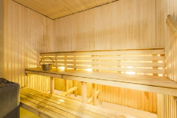 In der Sauna – auf der untersten Bank