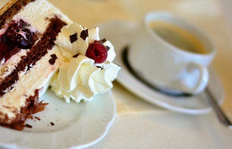 Aus dem Leben eines Kommunalpolitikers: Noch ein Stück Torte? Oder doch lieber zwei Weißwürste?